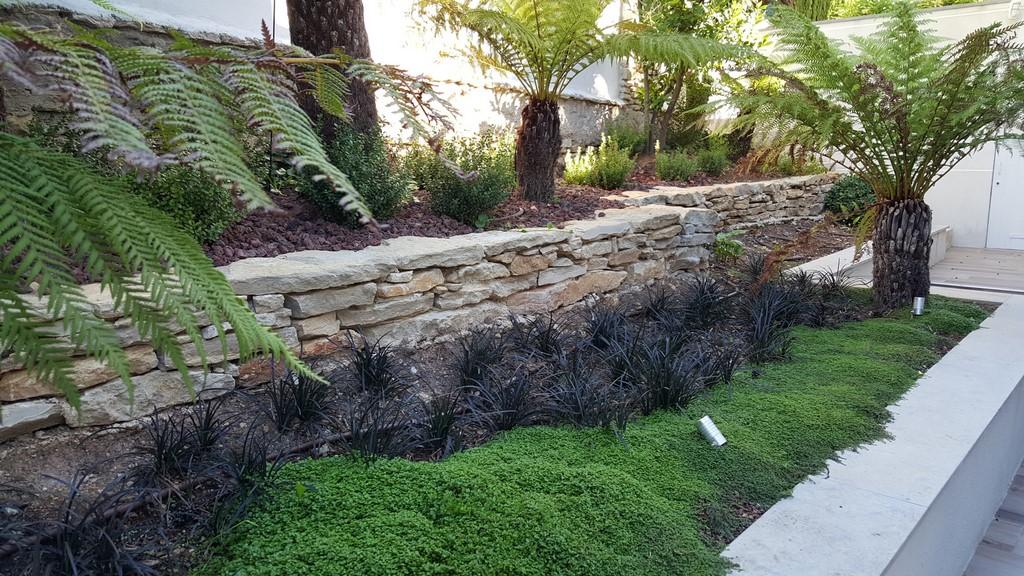 Conception et realisation dun jardin design saint cyr sur for Realisation jardin
